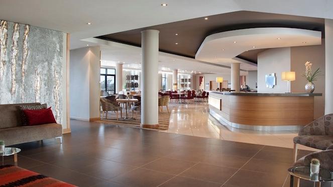 holiday-inn-express-sandton-woodmead-lobby