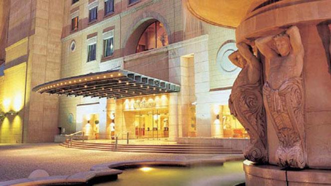 -michelangelo-hotel-entrance-480