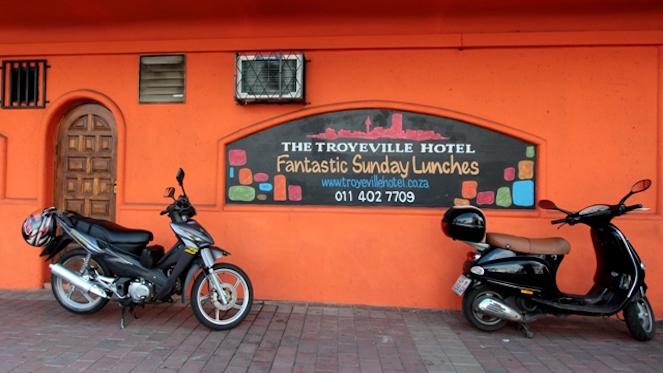 b_2012121123troyville hotel