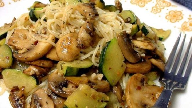 Pasta-Zucchini-Mushroom Toss
