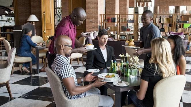 nineteen-restaurant-diners
